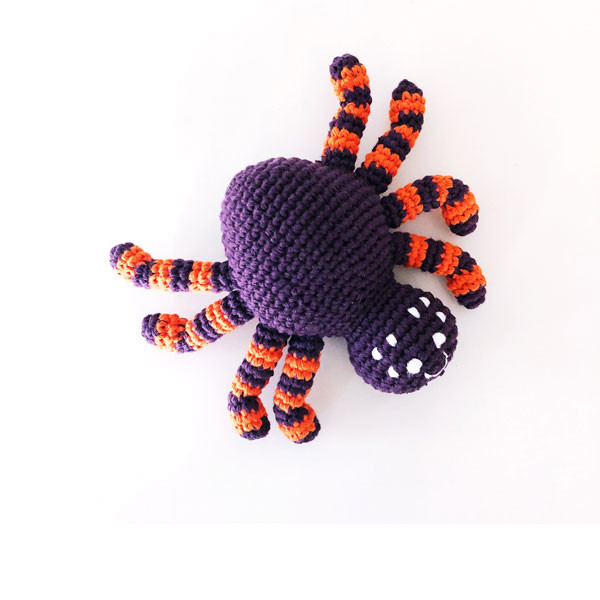 Rassel Spinne Lila / gehäkelt